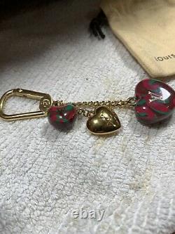 Auth Louis Vuitton Heart Bag Charm Key Chain, Acheté Neuf, Grand État