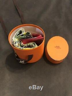 Hermes New Maxi Twilly Longue Écharpe En Soie Rose Animapol Jaune Vert
